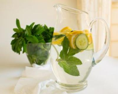 Apa cu lamaie, un detoxifiant puternic