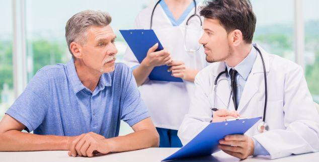 Atentie fumatori: Primele simptome ale cancerului oral se vad, nu se simt!