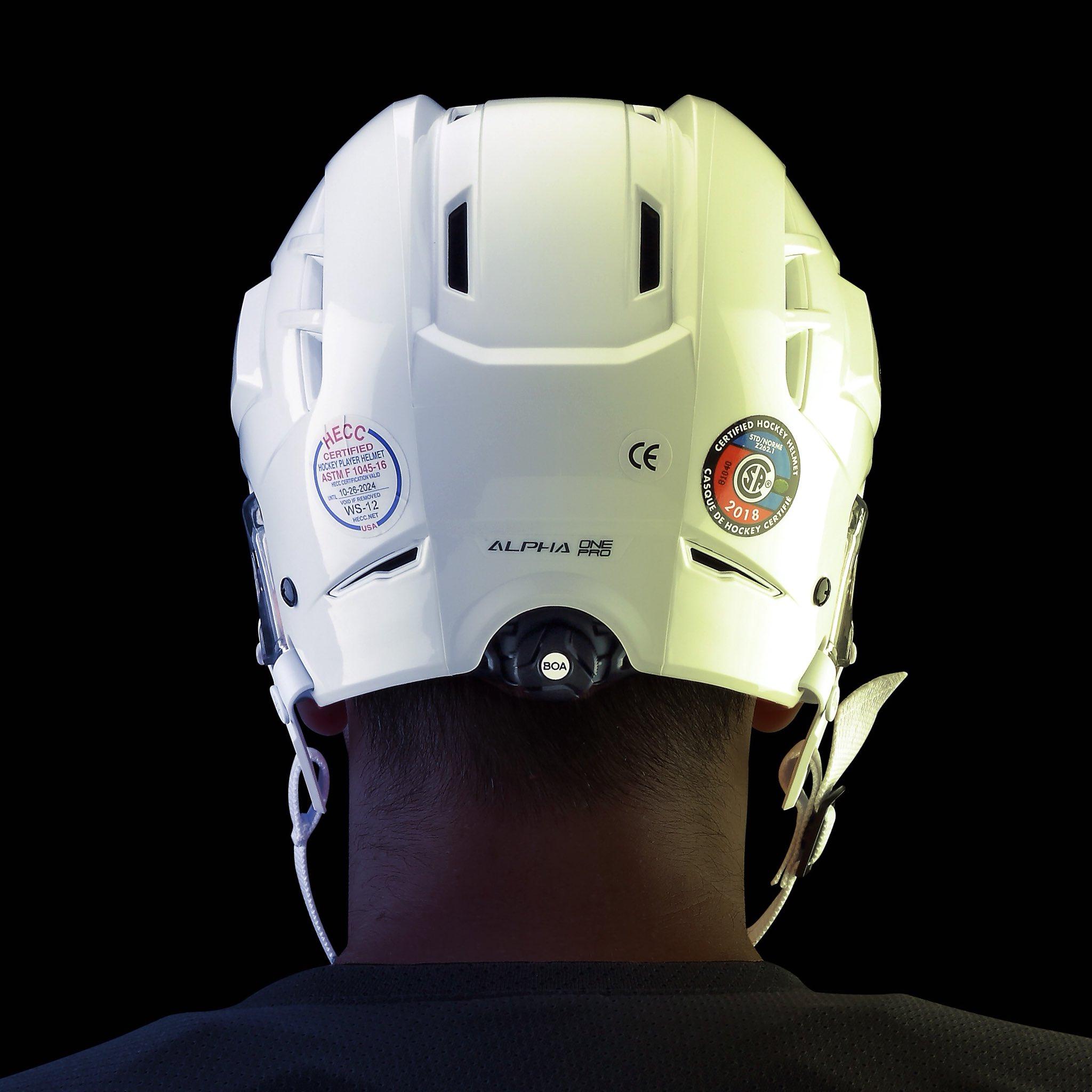 a construction helmet - Traducere în română - exemple în engleză | Reverso Context