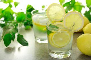 detoxifiere cu apa cu lamaie