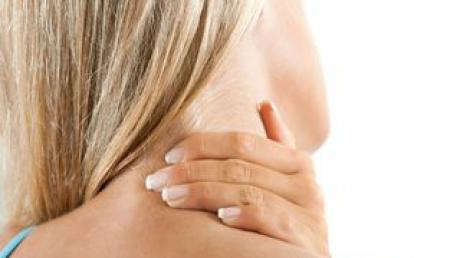 7 remedii naturale pentru a scăpa de durerile în gât